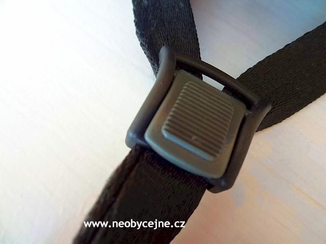 spona pro seřízení pásků pod uchem