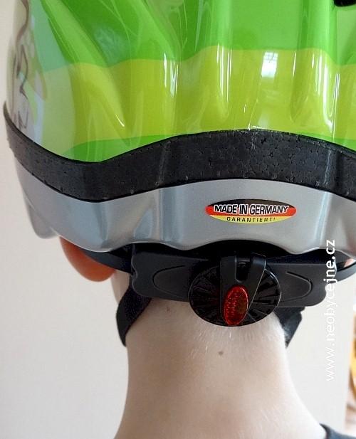 otočné kolečko vzadu na helmě